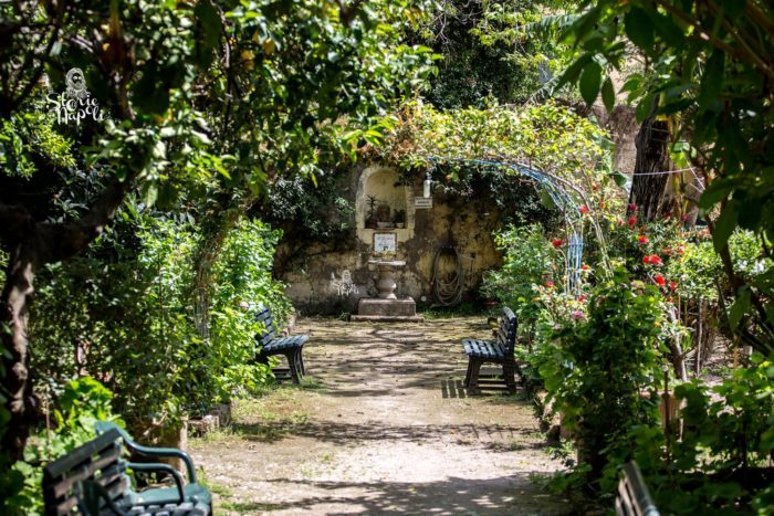 Percorso esoterico al giardino di babuk e ipogeo nascosto - Lotta alle talpe in giardino ...