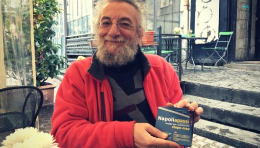 """Percorrere Napoli a piedi con la mappa """"a passi"""" di Tony Ponticiello"""
